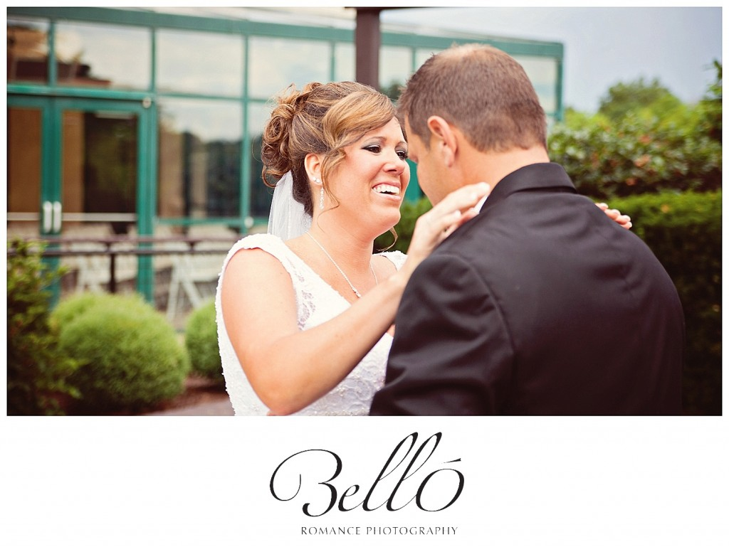 Bello-Romance-Photography-First-Look-Moment